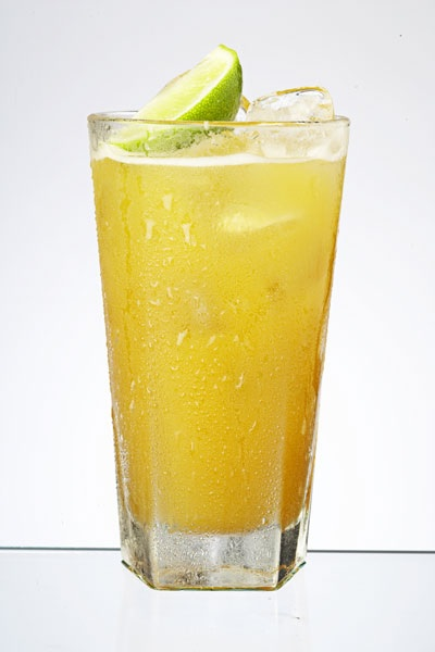Drink z puree z mango (Mango Collins)
